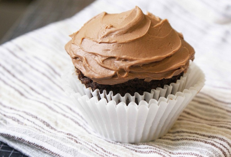 Chocolate Peanut Butter Cup...cakes  Hubby will love this recipe: Cup Cakes, Recipe, Chocolates Peanut Butter, Peanut Butter Cupcakes, Chocolates Cupcakes, Butter Cups Cak, Chocolate Peanut Butter, Peanut Butter Cups, Cups Cakes