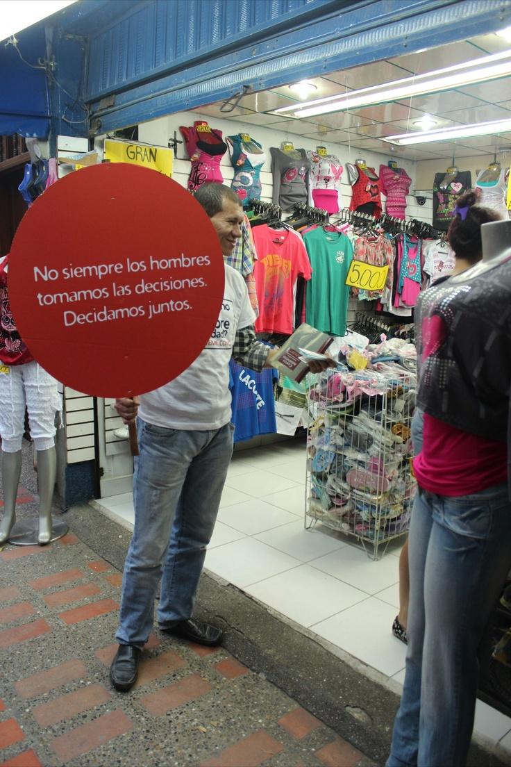 Campaña de masculinidades de El Diván Rojo en Copacabana, a propósito del día del hombre. Viernes 16 de marzo – 9 am a 9 pm