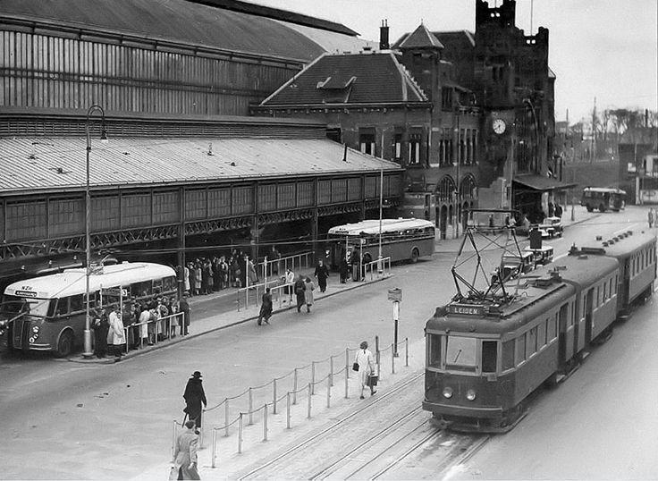 Station Haarlem 1948 Met tram A600.*