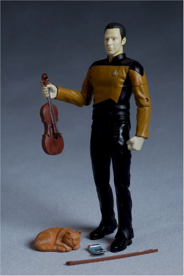 Star Trek Next Generation Data action figure with violin and Spot, WANT!