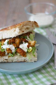 Turks brood met kipshoarma en tzatziki - Lekker en Simpel