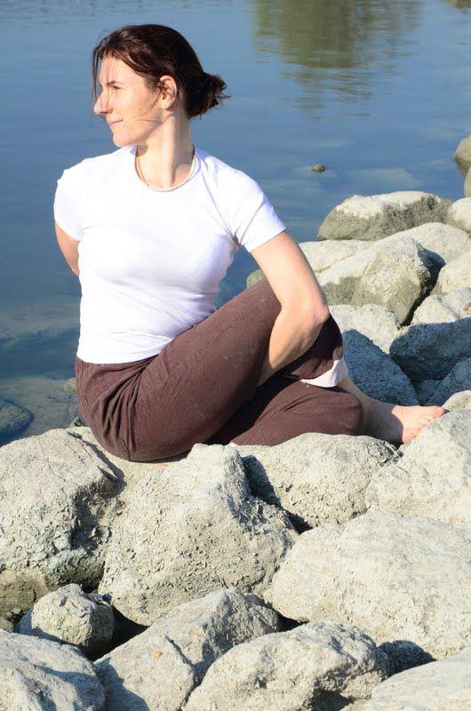 jóga a köveken - www.eljharmoniaban.hu  #kezdőjóga #hathajóga #jógatanfolyam #jóga #jógabudapest #meditáció #meditációstanfolyam  #jógastúdió #yogabudapest  #yoga #yogabudapest  #eljharmoniaban  #vitaikati #purusa  #yogapose #asana #ászana #stone  #ardhachadrasana #ardhamatjendrászana #ardhamatsjendrasana  #matsjendrasana #gerinccsavarás