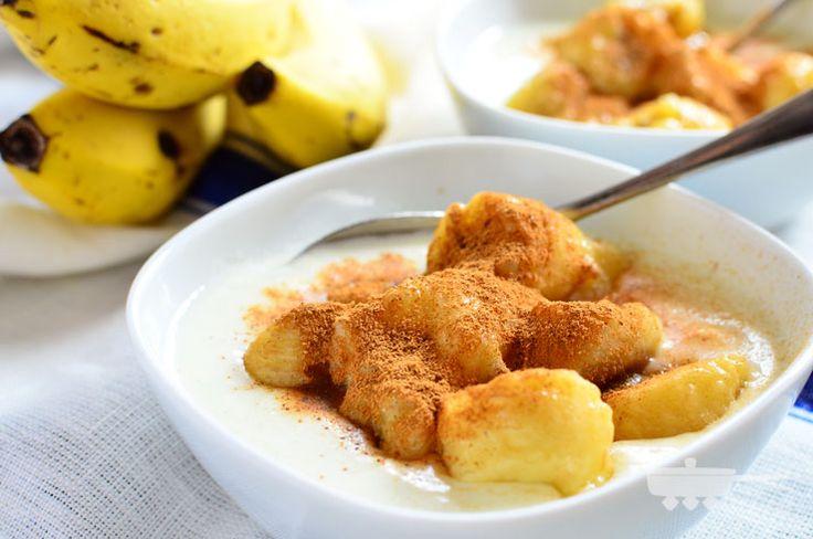 焼きバナナ×ホットヨーグルト×シナモンで胃腸に優しい温朝食。冬の朝や、ちょっと太ってしまった時におすすめ。甘みが増すので満腹感が上がります。