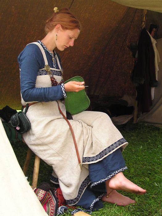 viking dress interessanter als weißes Unterkleid
