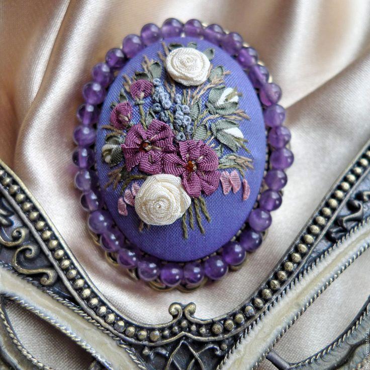 Купить Брошь с вышивкой Вкус декаданса - сиреневый, фиолетовый, аметист, брошь с аметистом, брошь с вышивкой