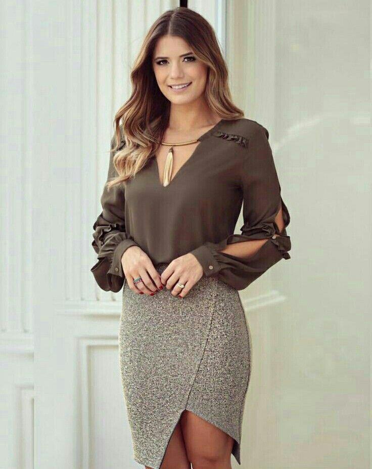 Blusa con manga larga abierta y puño con botones
