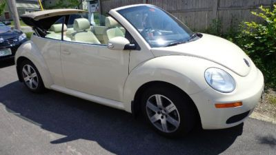 2006 Volkswagen New Beetle 2.5 convertible http://www.iseecars.com/used-cars/used-volkswagen-new-beetle-for-sale