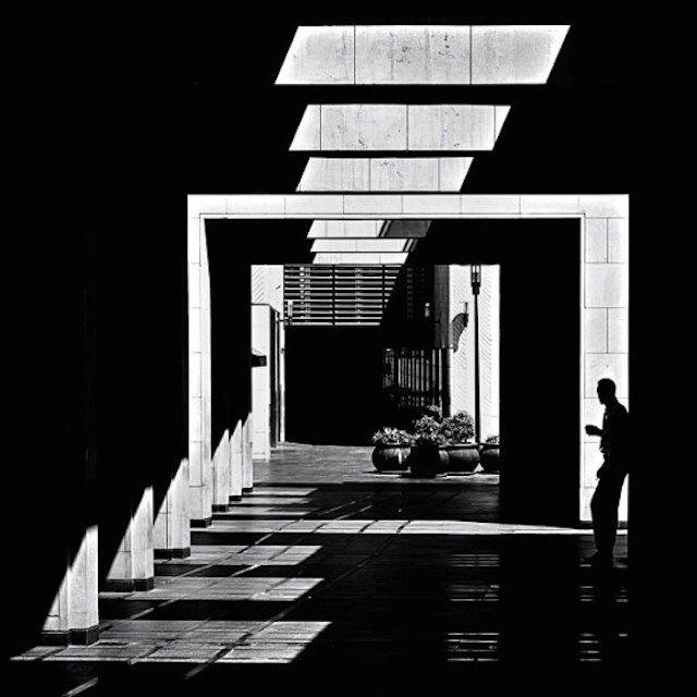 , l'artiste libanais Serjios (de son vrai nom Serge Najjar) retranscrit avec talent le graphisme et la grandeur des facades architecturales