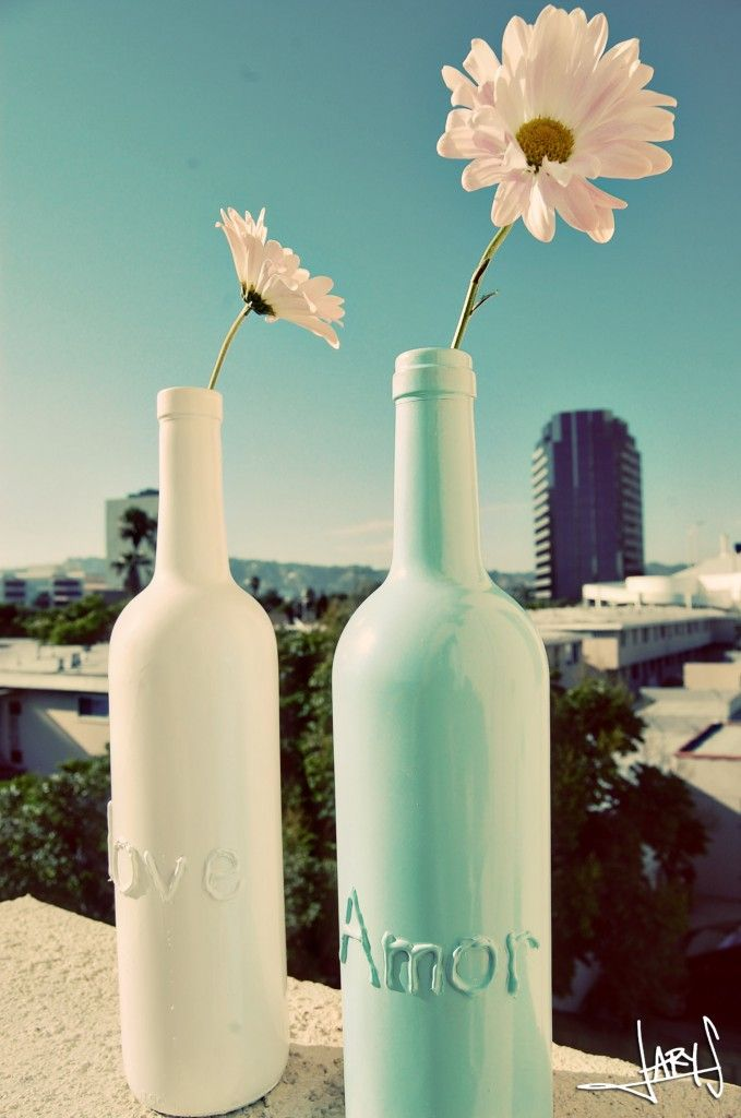 Mental note: save wine bottles instead of recycling next time!  I wonder if this is done like those mercury bowls, or whatever they're called?: Glue Guns, Painted Wine Bottles, Diy Crafts, Spraypaint Wine, Spraypaint Bottles, Craft Ideas, Paint Wine Bottles