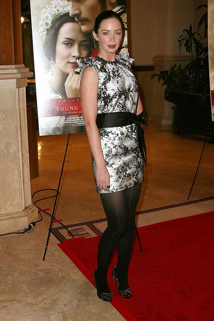 Celebrity Legs and Feet in Tights: Emily Blunt`s Legs and Feet in Tights