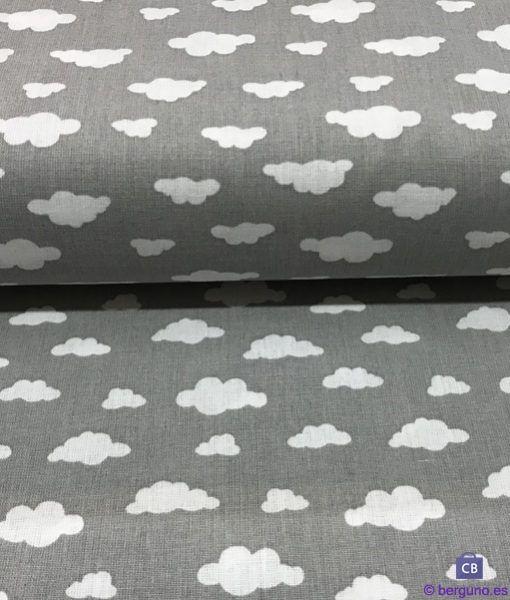 Tela de Patchwork Nubes Blancas y Fondo Gris Claro