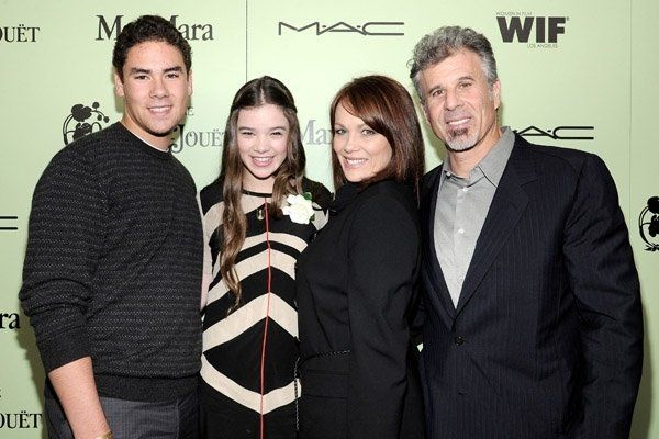 Hailee Steinfeld with her parents and brother