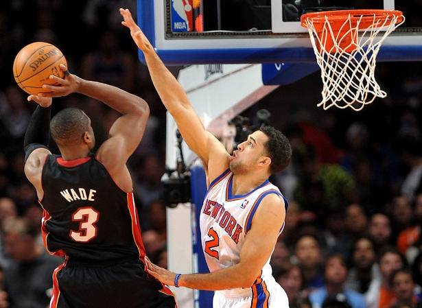Toronto Raptors make offer to restricted free agent Landry Fields #basketball