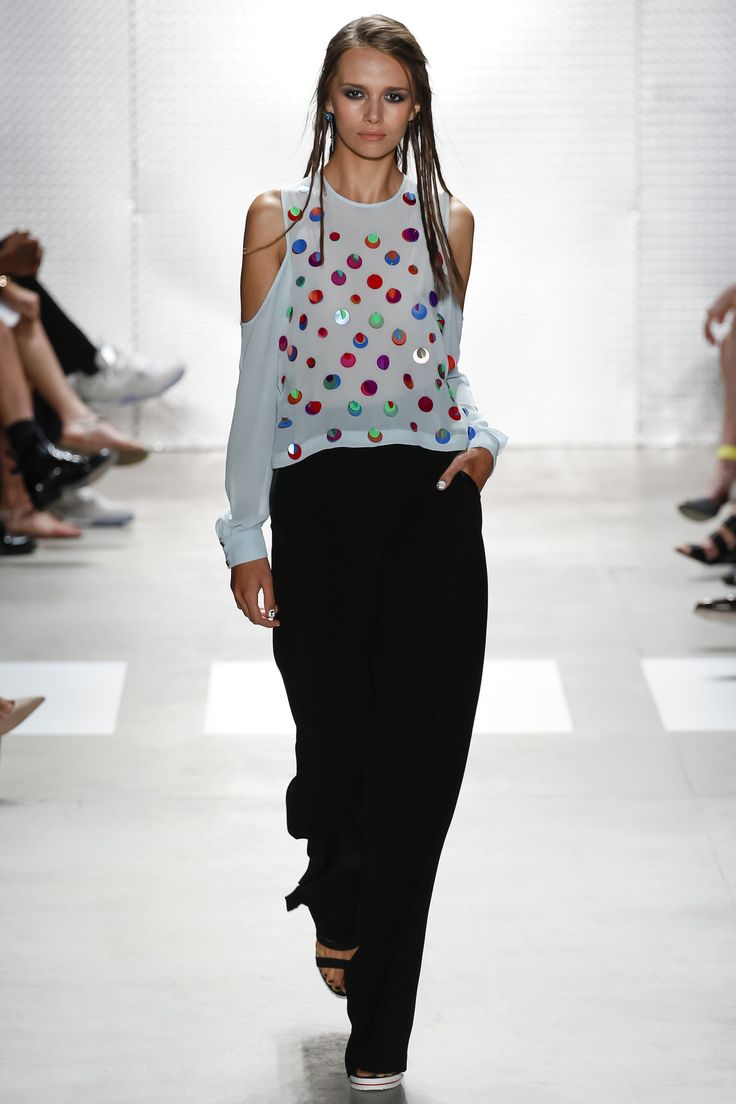 http://www.vogue.com/fashion-shows/spring-2016-ready-to-wear/nicole-miller/slideshow/collection