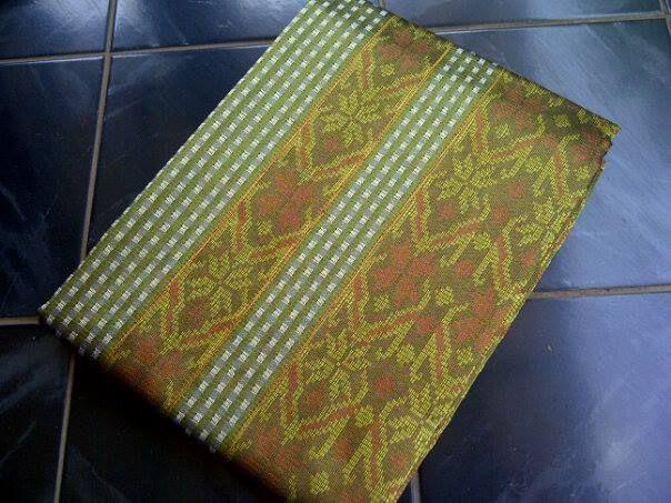 Jual Tenun Baron Silver dan Kuning Kuyit Harga yang kami berikan sangatlah terjangkau :  HP : 0822-2777-0246 PIN : 749D3643 http://tenunbaronjepara.blogspot.com/