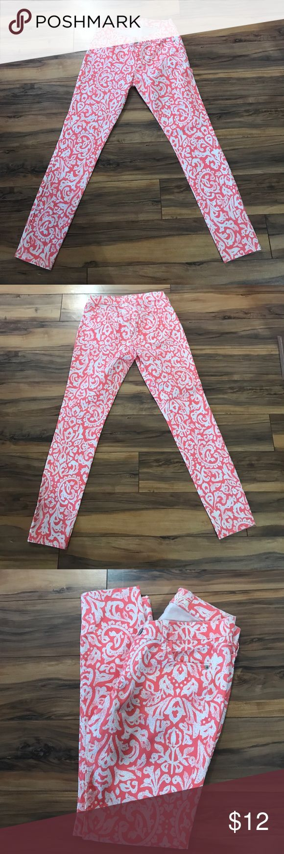 Old Navy Peach & White RockStar Skinny Jeans Old Navy peach & white detailed RockStar skinny jeans, 29.5 inch inseam, 37 inch outer seam, pockets on front & back Old Navy Jeans Skinny