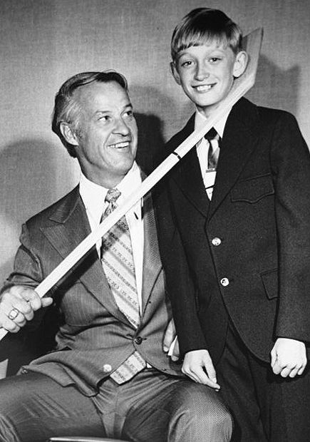 Classic photo of Gordie Howe and a young Wayne Gretzky