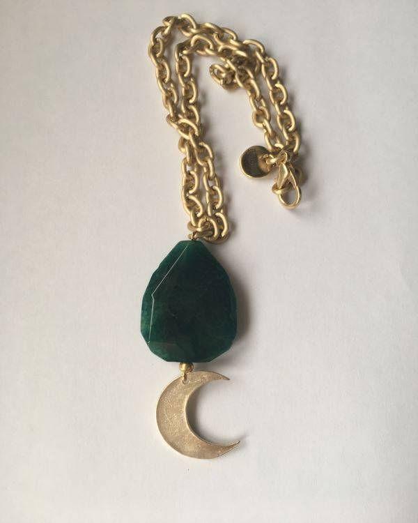 Un favorito personal de mi tienda de Etsy https://www.etsy.com/es/listing/512596052/gargantilla-cadena-agata-y-colgante-luna