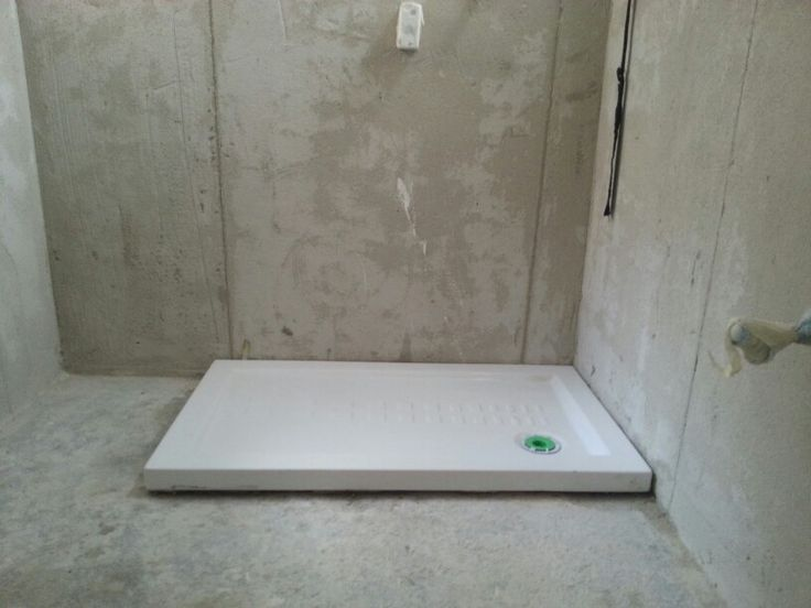 Montaggio di piatto doccia di 100x70 cm