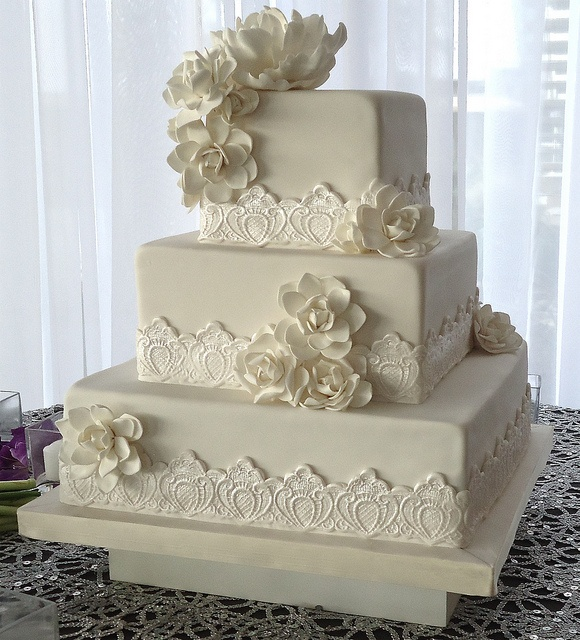 square wedding cake with fondant flowers 372 best images about cake design lace cakes on 20437