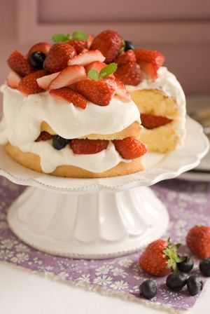 strawberry shortcake. look at those creams!! サブリナ~花のある暮らし~-ストロベリーショート