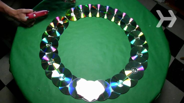 How to Make a Wreath Out of Old CDs step by step DIY tutorial instructions, How to, how to do, diy instructions, crafts, do it yourself, diy website, art project ideas