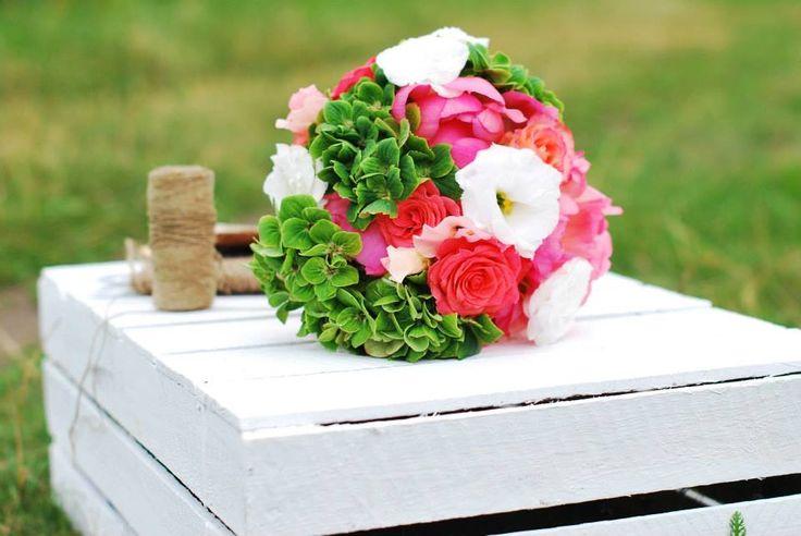 kwiaty#bukiet#ślub#naturalnie#kora#brzoza#sznurek#skrzynka#hortensja#eustoma#róża#rustykalnie#lato#sielsko
