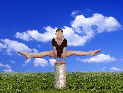 DIY gymnastics balance beam: Single Balance, Balance Beams, Children Gymnastics, Gymnastics Beams, Diy Gymnastics, Things Kiddie, Gymnastics Equipment, Gymnastics Balance, Gymnastics Games For Kids