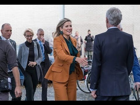 Queen Máxima visits Barneveld Welfare Organization Queen Máxima visits Barneveld Welfare Organization Queen Máxima of The Netherlands visited the Barneveld Social Welfare Organization in the district of Schilderswijk in The Hague on November 17 2016. The friend project 'Trots & Toekomst' of this organization is supported by the Oranje Fonds. Queen maxima wore Claes Iversen Pan-Suit and Gucci Silk Shirt. ------------------- subscribe for more videos…