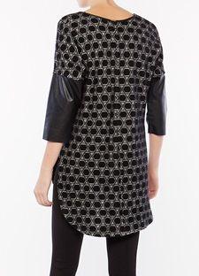 Ασύμμετρη πλεκτή μπλούζα