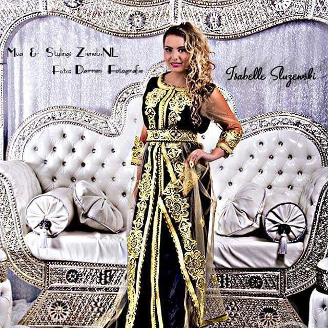 zienebnl#takshita met gouden ornamenten op een fluweel zwarte stof (mobra en zijde): een tijdloze & elegante combinatie!  Fotograaf: Darren Fotografie Model: Isabelle Sluzewski  P.S. De bruidsbank is ook te huur... #takshita #takchita #bruidslebsa #bruidsjurk #bruidstyling #bruidsvisagie #bruidsmode #bruidstyliste #bruidssieraden #marokkaans #marokkaanse #model #fotoshoot