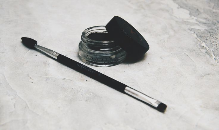 By far the best eyebrow filler around town, the Anastasia DipBrow Pomade