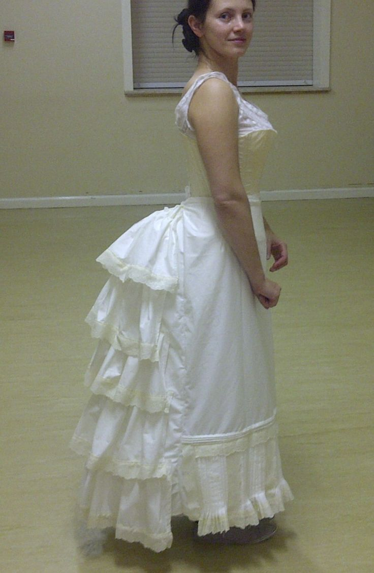 How to make a Victorian flounced Petticoat | A Damsel in This Dress on WordPress.com adamselindisdress.wordpress.com