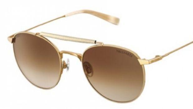 Il marchio di moda italiano Trussardi per l'estate 2013 ci propone la sua interessantissima collezione di occhiali da sole da uomo: vediamo insieme i modelli cult che non possono mancare guardaroba maschile. #otticodimassa #sunglasses #eyewear #glasses #eyeglasses #trussardi #lunettes #gafas