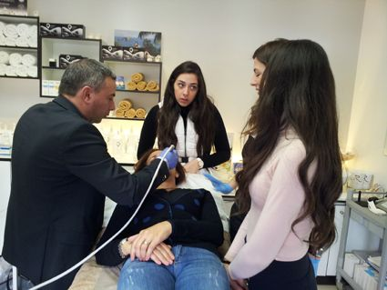 Il dott. Giovanni Posabella presso il Rolande Kassis Beauty Institute