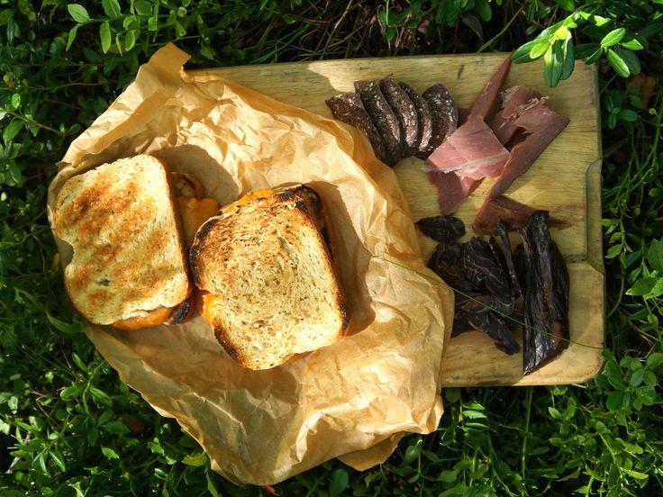 Glödgrillad ostsandwich med spiskummin | Recept.nu