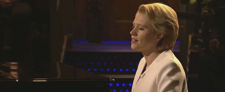"Prepare to Cry Watching Kate McKinnon Sing ""Hallelujah"" as Hillary Clinton on SNL"