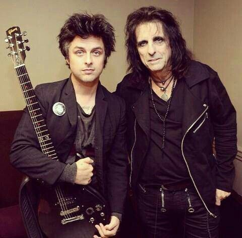 Billie Joe and Alice Cooper. Billie is just stunning here, just the way I love him; dressed well, clean shave, natural face, great hair (love the grey). He's aging so gracefully.