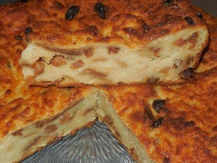 Pudding belge 900 ml de lait, 350 g de pain sec, 90 g de sucre en poudre, 2 œufs entiers, 120 g de raisins secs et 10 cl de rhum environ