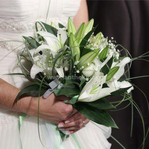 Νυφική Ανθοδέσμη Γάμου , Νυφικό μπουκέτο με ολόφρεσκα λουλούδια ιδανικό για να συμπληρώσει μια ξεχωριστή νύφη. Το πιο σημαντικό μπουκέτο της ζωής σας επιλεγμένο να συμπληρώσει ιδανικά το στυλ του γάμου που έχετε επιλέξει, από μοντέρνο σε κλασσικό ή ρομαντικό. Το πιο όμορφο στολίδι στα χέρια σας. Νυφικό μπουκέτο σε ανάλαφρο, ιδιαίτερο, μοναδικό στυλ.