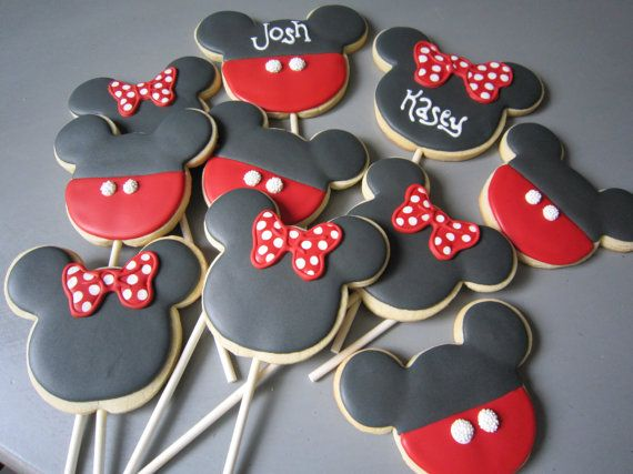 Mickey & Minnie cookies. I think I'll have to make some of these for Lola's Mickey Mouse themed birthday party.