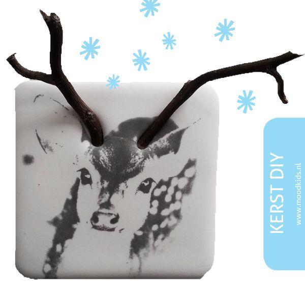 Met klei en de gratis printable maak je dit leuke hertje zelf. Je vindt de gratis download voor deze kerst diy hier.
