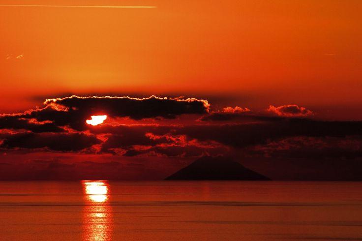 Stromboli - veduta dalla costa tirrenica calabrese. ore 17:15