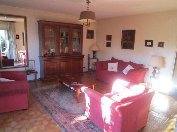 Narbonne, Sur les Quais, Appartement type 4 en rdc d'une résidence sécurisée comprenant : hall - séjour sur terrasse (jouissance exclusive du jardin) - cuisine équipée - salle à manger ou chambre - 2 chambres avec placards - salle de bains - salle d'eau - wc - chauffage électrique + climatisation dans le séjour - cellier en sous-sol - volets électriques - DPE E - charges annuelles : 1256.59 euros - copropriété de 17 lots -