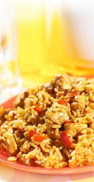 Czerwony ryż z kurczakiem i warzywami