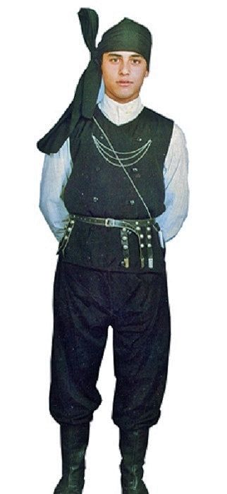 Traditional summer costume of the people's militia from Ordu (but not very different from those of Giresun, Trabzon, Rize).  In winter, men wore a supplementary 'cepken' (long-sleeved vest).  The model is early-20th century.  (This outfit is a recent workshop-made copy, as worn by folk dance groups.)