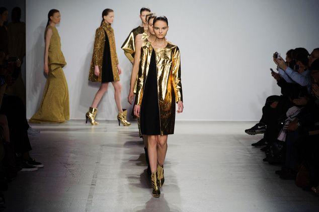 Mode à Paris FW 2014/15 – Amaya Arzuaga. See all fashion show on: http://www.bmmag.it/sfilate/mode-paris-fw-201415-amaya-arzuaga/ #fall #winter #FW #catwalk #fashionshow #womansfashion #woman #fashion #style #look #collection #modeaparis #amayaarzuaga @Amaya Arzuaga