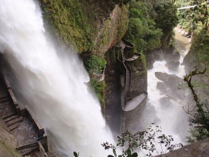 Ecuador, mille scalini sospesi nel vuoto e la cascata ti lascia a bocca aperta - Repubblica.it