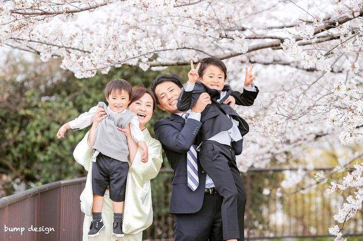 #入学式  今回こうやって大事な大事な入学の記念の写真を撮らせてもらえてこの子たちの一生に残る思い出の大事なお写真を撮らせてもらえた事本当に嬉しい  本当にこの一枚に家族の愛の深さと仲の良さチームワークの良さが溢れ出てる  こんなに素敵な笑顔があったら難しいこととかテクニックとかそんなのいらない  その最高の瞬間を逃さず撮る  以上笑  ほんっとに幸せな1日でした  #結婚#結婚式#結婚写真#ブライダル#ウェディング#wedding#前撮り#ロケーション前撮り#ドレス#カメラマン#結婚式カメラマン#ブライダルカメラマン#写真家#結婚式準備#花嫁準備#花嫁#プレ花嫁#プロポーズ#名古屋結婚式#ウェディングドレス#バンプデザイン#bumpdesign#instagramwedding#instagramjapan#イトウスグル#IGersJP#写真好きな人と繋がりたい #ファインダー越しの私の世界#日本中のプレ花嫁さんと繋がりたい