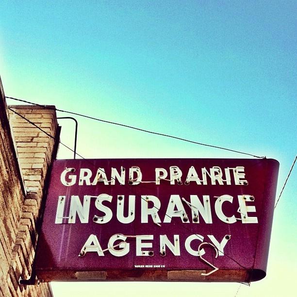 vintage neon sign in Grand Prairie Texas
